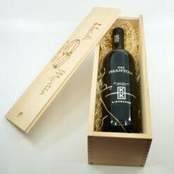 Weinkiste mit Holzwolle
